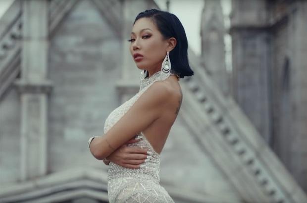 Netizen tiếc nuối vẻ ngoài xinh xắn của chị đại Jessi trước khi dao kéo - Ảnh 2.