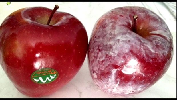 Ăn táo bao lâu nay nhưng chưa chắc bạn biết bí mật thú vị này: Lớp màu trắng bên ngoài vỏ quả thực chất là gì? - Ảnh 1.