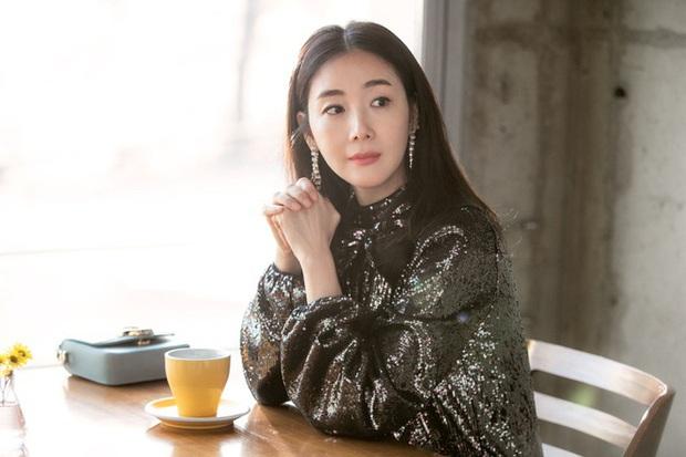 Dàn mỹ nhân phim 4 Mùa sau 2 thập kỷ: Song Hye Kyo - Han Hyo Joo ngập bê bối, Son Ye Jin - Choi Ji Woo lại nở rộ bất ngờ - Ảnh 19.