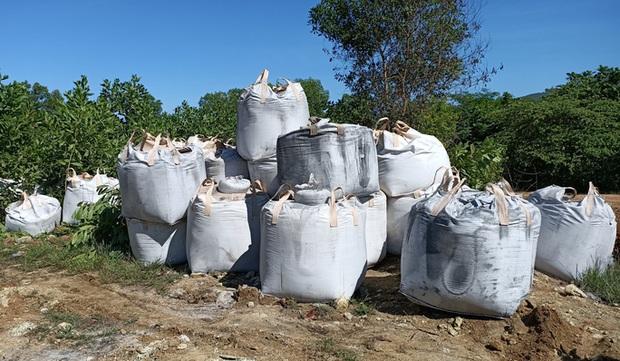 Công ty Môi trường Nông Cống ký nhận chở 60 tấn chất thải từ Ninh Bình về địa phương đổ - Ảnh 1.