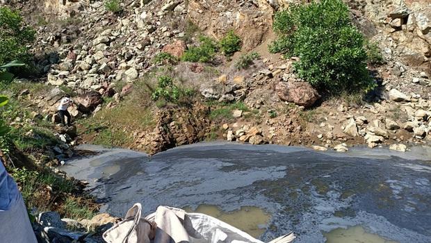 Công ty Môi trường Nông Cống ký nhận chở 60 tấn chất thải từ Ninh Bình về địa phương đổ - Ảnh 2.
