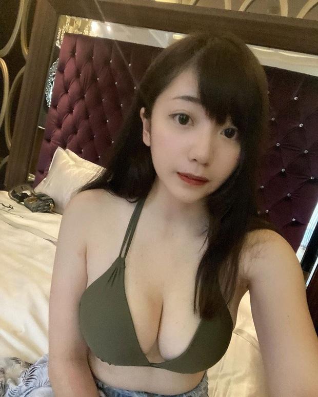 Bị cấm kênh vì quá gợi cảm rồi kêu gào tăng lương trên sóng, nữ streamer xinh đẹp giận dỗi, liên tục post ảnh sexy lên mạng để phản kháng - Ảnh 6.