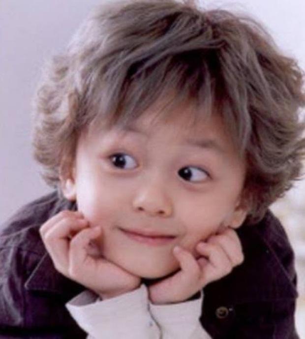 Knet phát sốt với loạt mẫu nhí giờ thành idol: Nam thần Vườn Sao Băng lột xác, 2 sao nhí thành em trai BLACKPINK - BTS - Ảnh 13.
