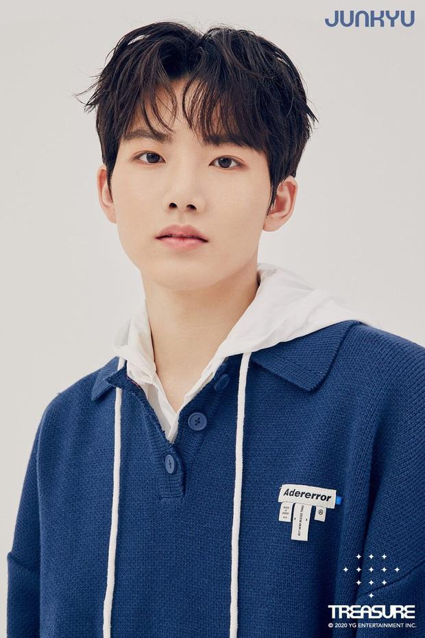 Knet phát sốt với loạt mẫu nhí giờ thành idol: Nam thần Vườn Sao Băng lột xác, 2 sao nhí thành em trai BLACKPINK - BTS - Ảnh 9.