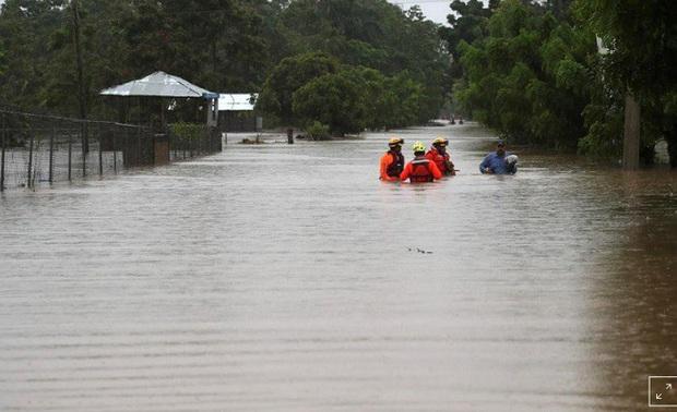 500 nghìn người Mỹ đã được lệnh sơ tán khi cơn bão Laura tăng cấp - Ảnh 1.