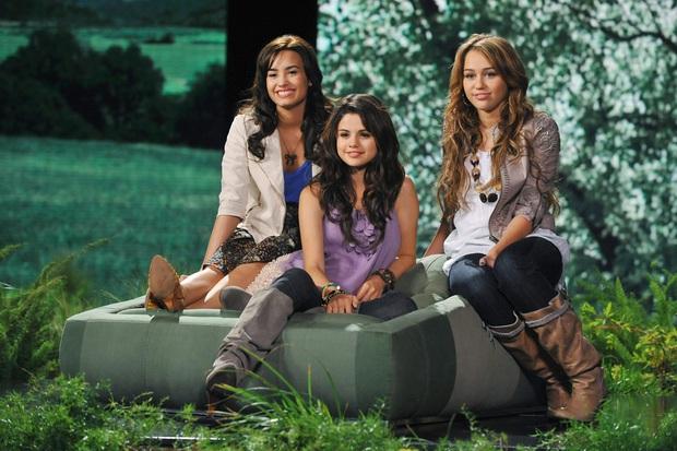Nhìn lại sự nghiệp của Selena Gomez: Từ nàng công chúa Disney nỗ lực phá kén đến màn hợp tác win-win với BLACKPINK - Ảnh 2.