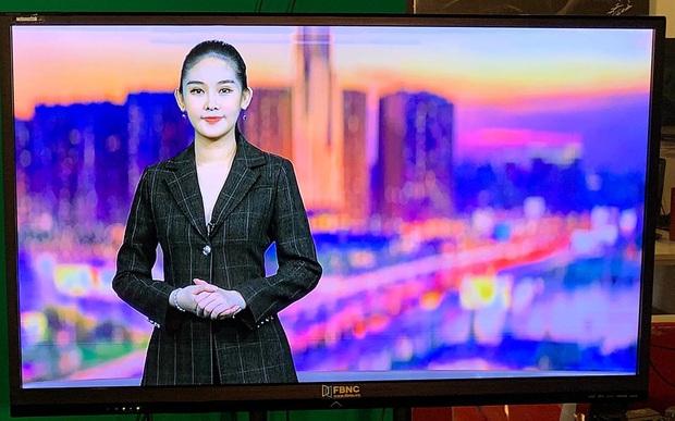 Vừa tuyên bố thành giảng viên Đại học, Lê Âu Ngân Anh tiếp tục gây chú ý khi đá chéo sân làm MC đài truyền hình - Ảnh 5.