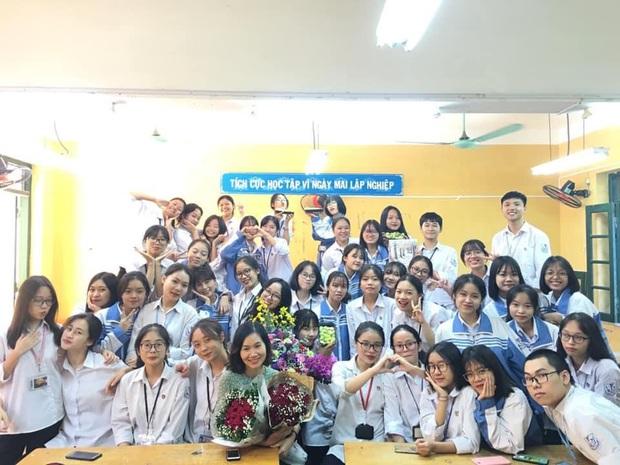 Lớp học Hà Nội gây choáng với 5 thủ khoa tốt nghiệp, điểm Văn cả lớp toàn trên 9 - Ảnh 5.