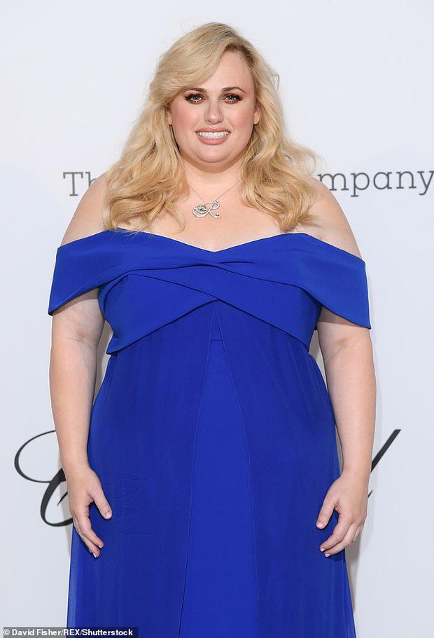 Hollywood rầm rộ vì màn lột xác không kém gì Adele của nữ minh tinh Pitch Perfect: Sụt tận 18kg, nhìn trẻ ra cả chục tuổi - Ảnh 2.