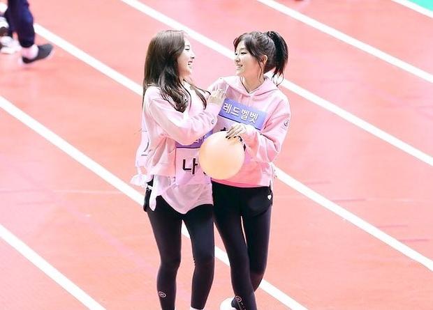 Thánh thu thập hội gái xinh Kbiz Seulgi (Red Velvet): Từ nữ thần TWICE, BLACKPINK đến minh tinh, cả chục mỹ nhân đều là bạn thân - Ảnh 21.