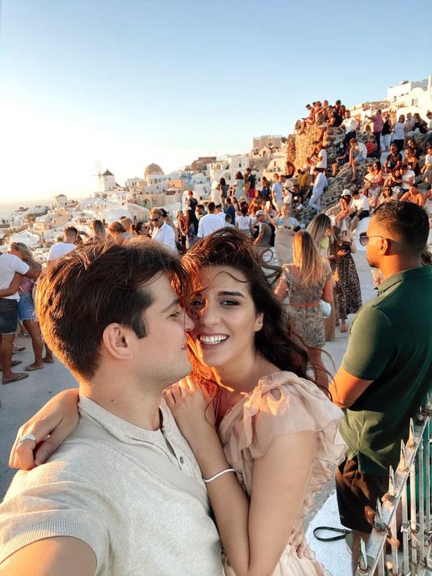 """Đăng clip sống ảo lên Instagram, cặp đôi vạch trần cảnh """"đông đến ngộp thở"""" tại Santorini, đáng chú ý là không một ai đeo khẩu trang? - Ảnh 5."""