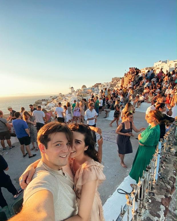 """Đăng clip sống ảo lên Instagram, cặp đôi vạch trần cảnh """"đông đến ngộp thở"""" tại Santorini, đáng chú ý là không một ai đeo khẩu trang? - Ảnh 6."""