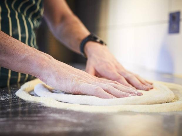 Bị chê nấu ăn dùng tay trần mất vệ sinh nhưng lần này Bà Tân Vlog lại được dân mạng thanh minh hộ với lý do rất đúng đắn - Ảnh 7.