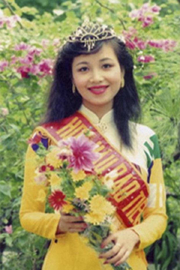 Hoa Hậu Việt Nam biết 5 ngôn ngữ, chịu điều tiếng vì lấy chồng Ấn Độ giờ ra sao? - Ảnh 2.