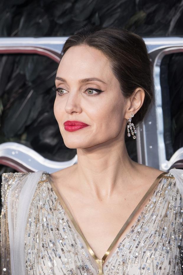 Brad Pitt đang hẹn hò nàng mẫu nóng bỏng là bản sao của Angelina Jolie, chi tiết tình ái kín đáo gây bất ngờ - Ảnh 8.