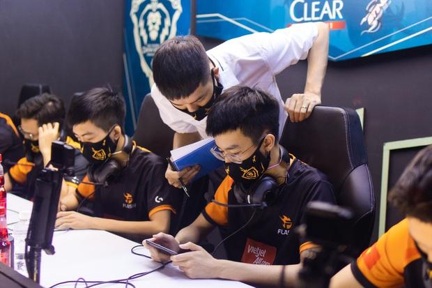 ĐTDV mùa Đông 2020: Team Flash gặp Saigon Phantom, trận thư hùng vạn người chờ của làng Liên Quân Mobile - Ảnh 3.