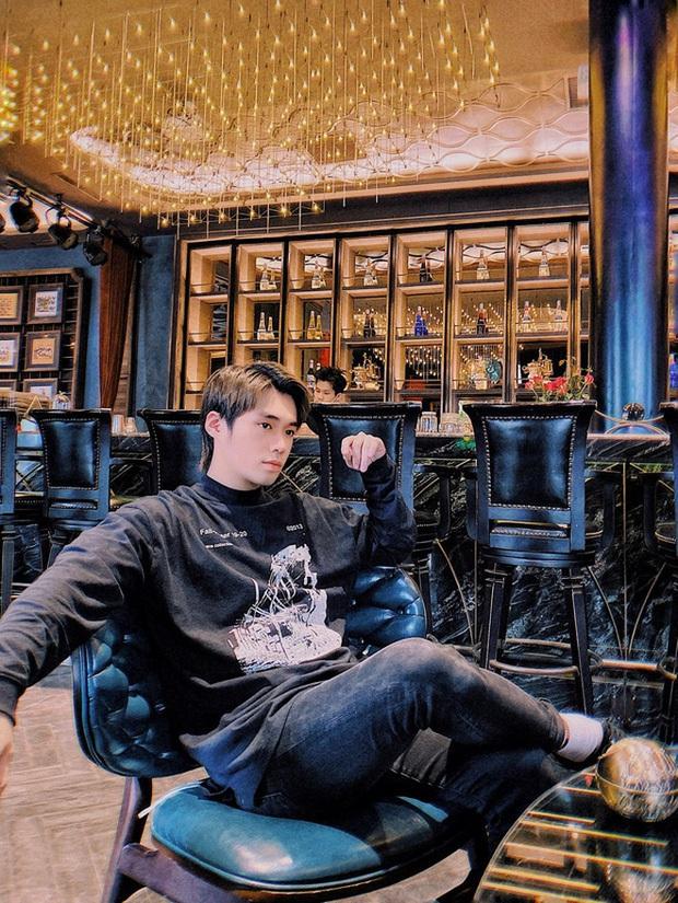 Rich kid Hà thành của Người Ấy Là Ai đăng ảnh kỉ niệm 1 năm quen gái xinh phố cổ rồi bất ngờ xoá post - Ảnh 1.
