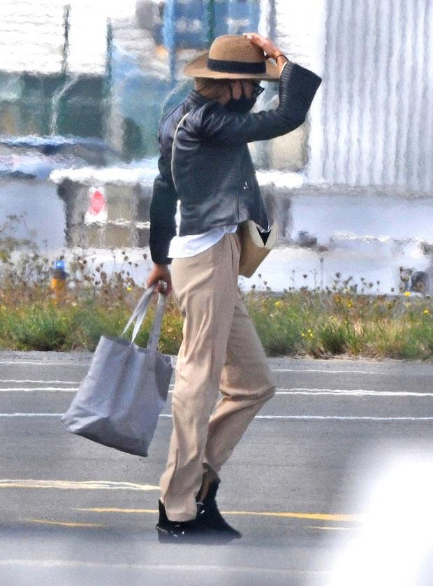 Brad Pitt đang hẹn hò nàng mẫu nóng bỏng là bản sao của Angelina Jolie, chi tiết tình ái kín đáo gây bất ngờ - Ảnh 3.