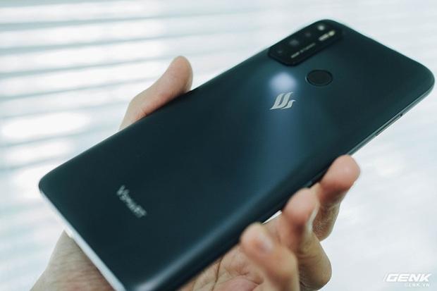 Trên tay Vsmart Live 4: Smartphone Make in Vietnam đầu tiên của VinSmart, cấu hình mạnh, giá bán hấp dẫn - Ảnh 3.