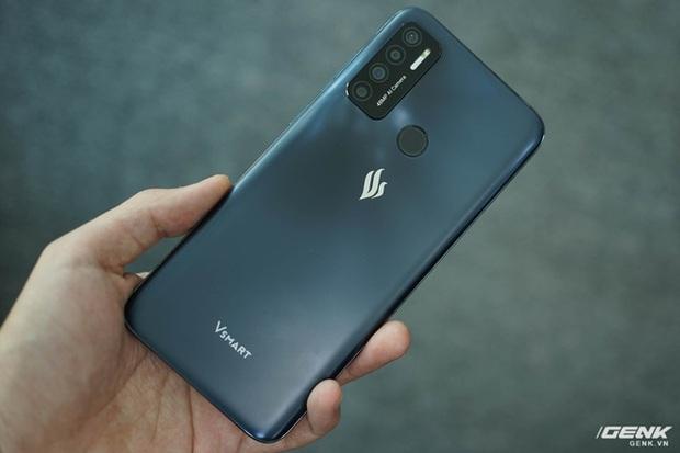Trên tay Vsmart Live 4: Smartphone Make in Vietnam đầu tiên của VinSmart, cấu hình mạnh, giá bán hấp dẫn - Ảnh 4.