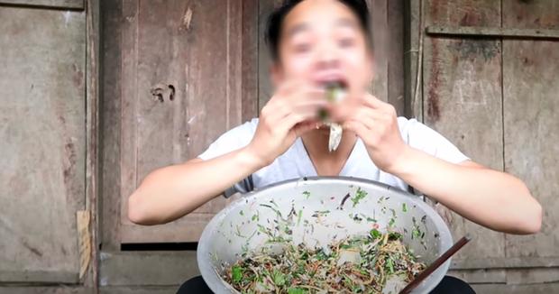 Rùng mình với trào lưu ăn uống man rợ trên YouTube: Câu like rẻ tiền với loạt video ăn cá sống và chất thải động vật? - Ảnh 4.