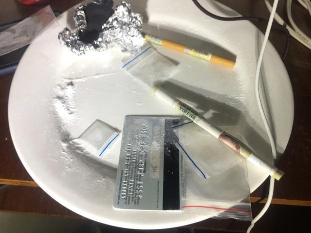 13 nam nữ thanh niên phê ma túy trong khách sạn lúc rạng sáng - Ảnh 3.