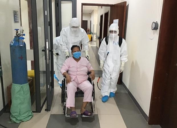Cụ bà 75 tuổi bị ung thư và 2 bệnh nhân suy tim, thận nặng đã khỏi Covid-19 - Ảnh 1.