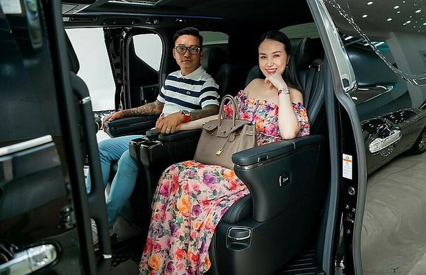 Cưng vợ như Tuấn Hưng: Tranh làm việc nhà chưa đủ, còn tặng Hương Baby hẳn xe 4 tỷ để... ngồi đỡ mỏi lưng - Ảnh 2.