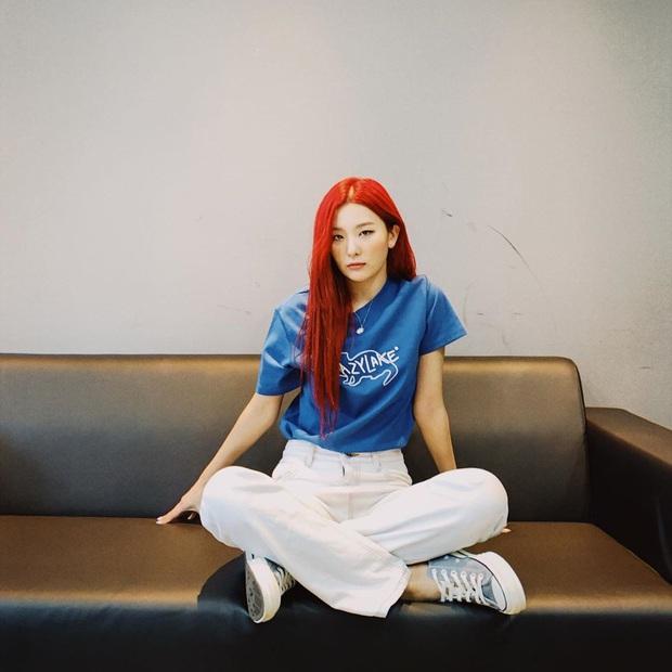 8 cách diện áo phông xinh xẻo từ các mỹ nhân Hoa - Hàn kèm chỗ mua ngon nghẻ để bạn sắm sửa cho mùa tựu trường - Ảnh 1.