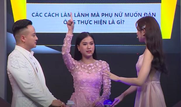 Lâm Vĩ Dạ chọn thẻ ATM và Hari Won thích được nửa kia ôm khi dỗ dành, riêng Midu trả lời mà khiến dàn sao nam sốc nhẹ - Ảnh 4.