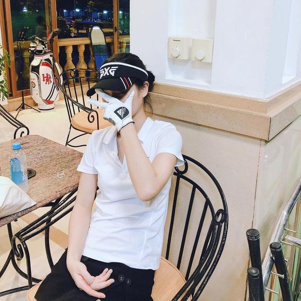 Bạn gái Huy Hùng gia nhập hội gái xinh có điều kiện mê golf, mỗi lần ra sân là chụp đủ 7749 kiểu ảnh mới chịu - Ảnh 11.
