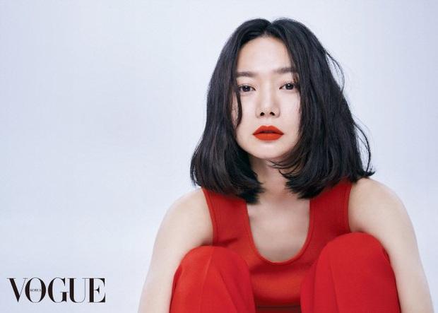 Bae Doo Na: Chị đại Hallyu chuyên thầu phim Hollywood, gia tài phim siêu khủng nhưng vẫn bị gọi là bình hoa di động - Ảnh 1.