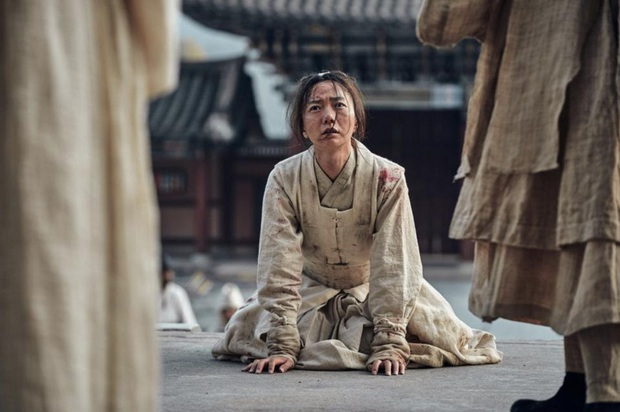 Bae Doo Na: Chị đại Hallyu chuyên thầu phim Hollywood, gia tài phim siêu khủng nhưng vẫn bị gọi là bình hoa di động - Ảnh 11.