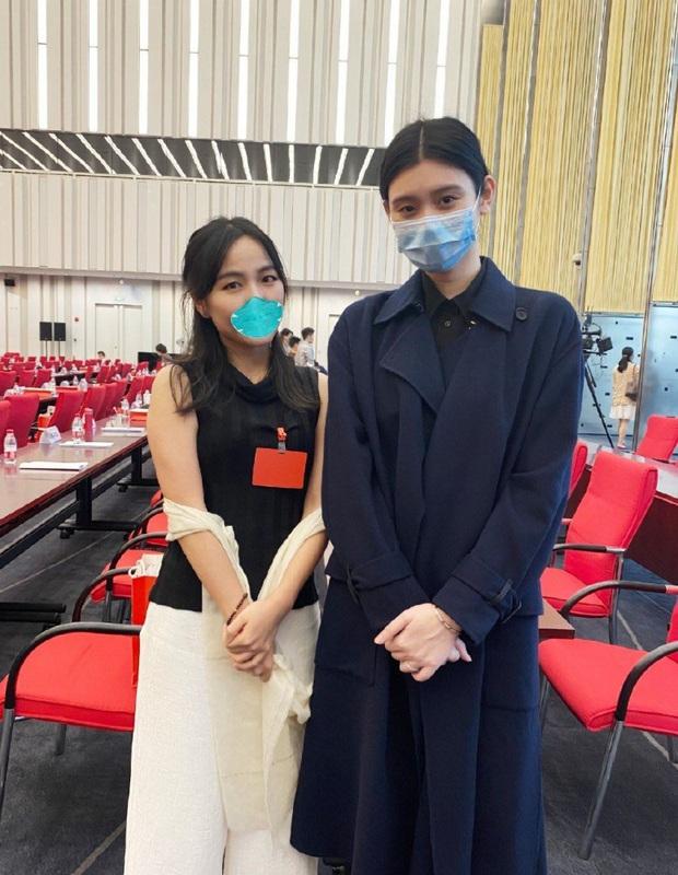 Ảnh hẹn hò gây xôn xao Weibo: Ming Xi 1m78 dạo phố bên ông xã thiếu gia 1m65, bị Cnet nói như mẹ dắt con - Ảnh 5.