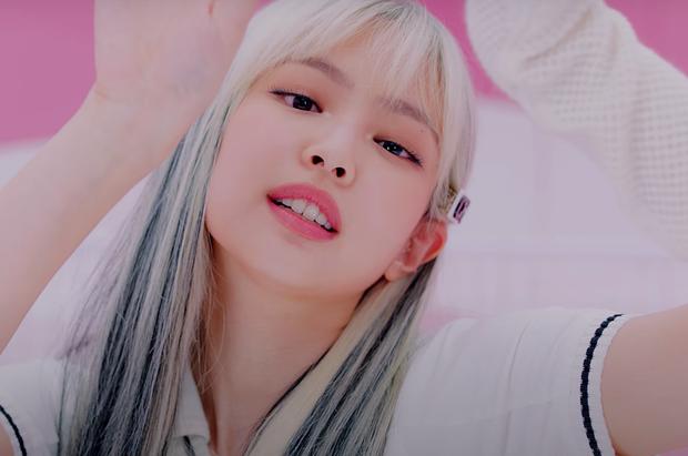 Jennie xinh bá cháy trong MV Ice Cream: Tóc giả trân mà đẹp quá trời, tẩy tóc thật thì còn đỉnh nữa - Ảnh 4.