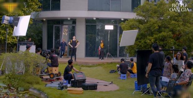 Thu Trang tự luyến cực độ, quyết không cho trai đẹp Võ Cảnh lái máy bay ở  Bộ Tứ Oan Gia tập 2 - Ảnh 4.