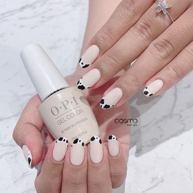 """12 mẫu nail xinh yêu chuẩn trend mùa thu, chị em mau """"bung lụa"""" để có bàn tay sang chảnh - Ảnh 1."""