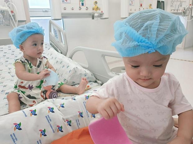 2 chị em Trúc Nhi - Diệu Nhi chính thức về sinh hoạt chung một giường sau thời gian dài xa cách - Ảnh 1.