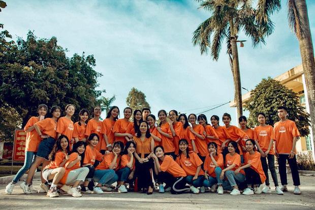 Lớp học Nam Định gây sốt với 20 học sinh trên 9 điểm Văn tốt nghiệp, 1 thành viên đạt 10 tuyệt đối - Ảnh 1.