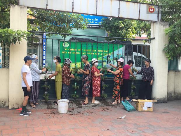 Hà Nội: Đồ phế liệu được tái chế làm khu thư giãn của người lớn, vui chơi miễn phí cho trẻ nhỏ - Ảnh 4.