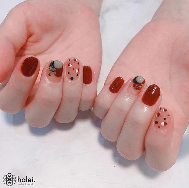 """12 mẫu nail xinh yêu chuẩn trend mùa thu, chị em mau """"bung lụa"""" để có bàn tay sang chảnh - Ảnh 12."""