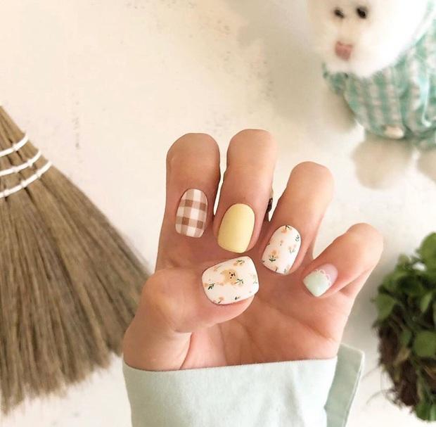 """12 mẫu nail xinh yêu chuẩn trend mùa thu, chị em mau """"bung lụa"""" để có bàn tay sang chảnh - Ảnh 8."""