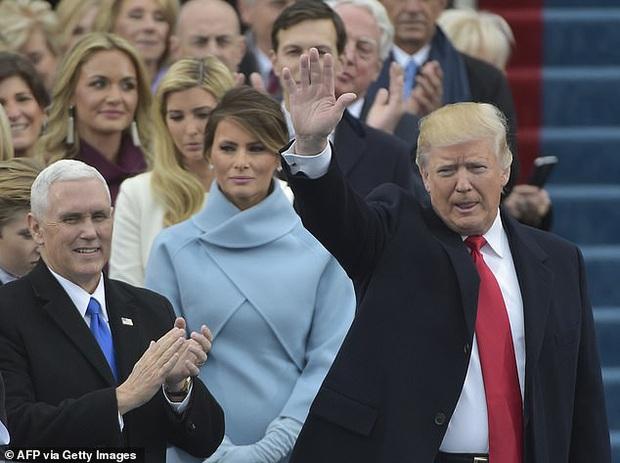 Khoảnh khắc Đệ Nhất Phu nhân Mỹ cười thảo mai với con gái riêng của chồng rồi lập tức đanh mặt lại tại hội nghị lớn gây bão MXH - Ảnh 6.
