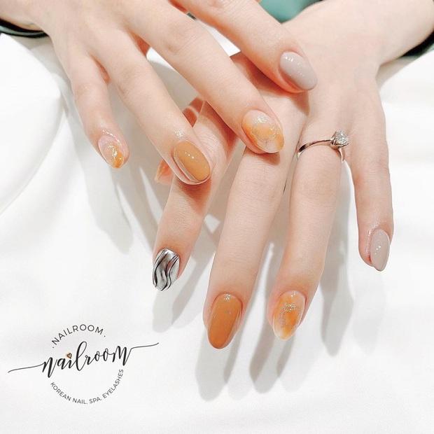"""12 mẫu nail xinh yêu chuẩn trend mùa thu, chị em mau """"bung lụa"""" để có bàn tay sang chảnh - Ảnh 3."""