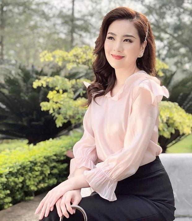 Đọ độ giàu có của dàn MC nữ VTV: Mai Ngọc sở hữu cả BST đồ hiệu, Thuỵ Vân - Diệp Chi cũng chẳng kém - Ảnh 9.