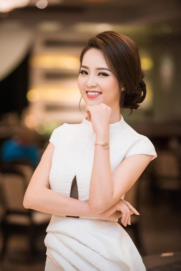 Đọ độ giàu có của dàn MC nữ VTV: Mai Ngọc sở hữu cả BST đồ hiệu, Thuỵ Vân - Diệp Chi cũng chẳng kém - Ảnh 14.