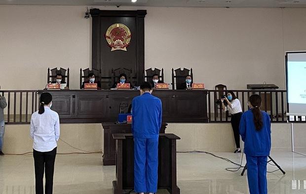 Những hình ảnh đầu tiên trong phiên xử đường dây đưa người Trung Quốc vào Đà Nẵng trái phép - Ảnh 1.
