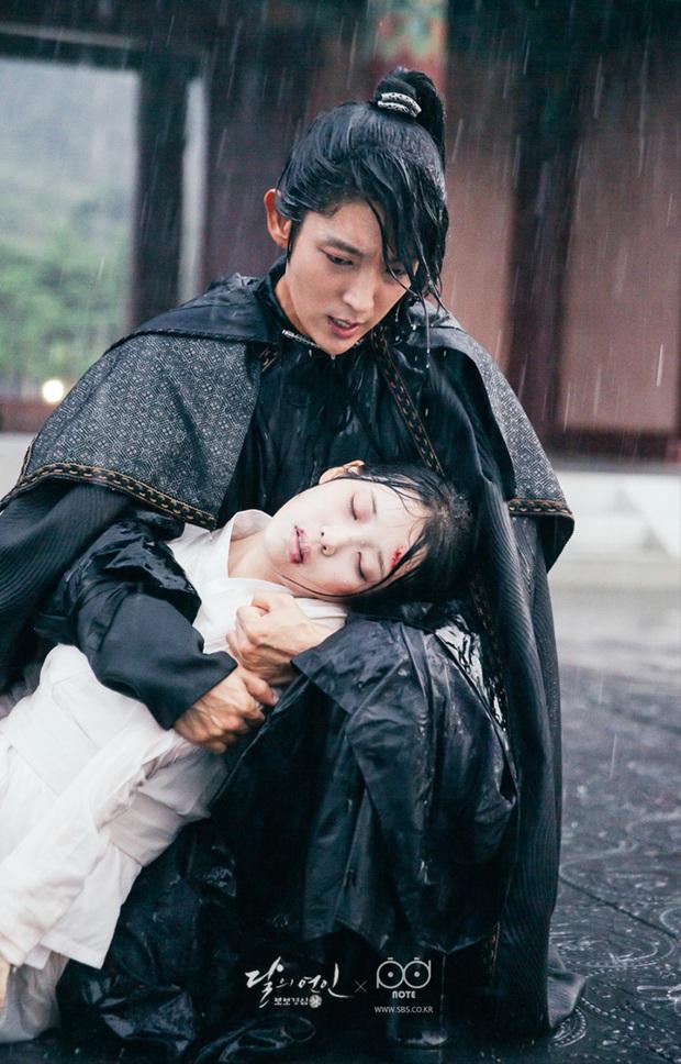 Tròn 4 năm Moon Lovers của IU lên sóng: Nhìn lại bộ phim khiến mọt phim Hàn khóc cả dòng sông - Ảnh 7.