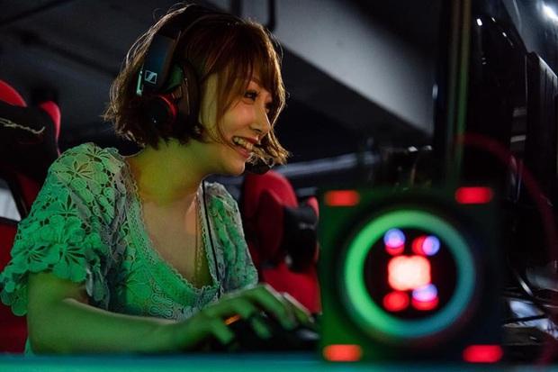 Ngắm nhan sắc cực gợi cảm của nữ streamer Hong Kong - Ảnh 6.