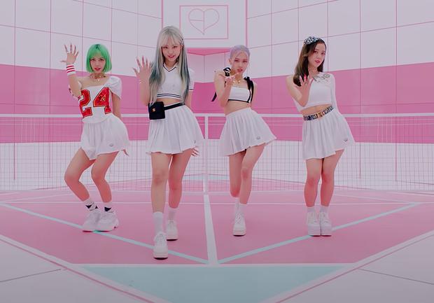 BLACKPINK có 6 set đồ nhóm trong MV mới nhưng phân nửa đều sến sẩm và quê kiểng khó tin, bộ YG mướn stylist JYP sang làm dùm? - Ảnh 6.